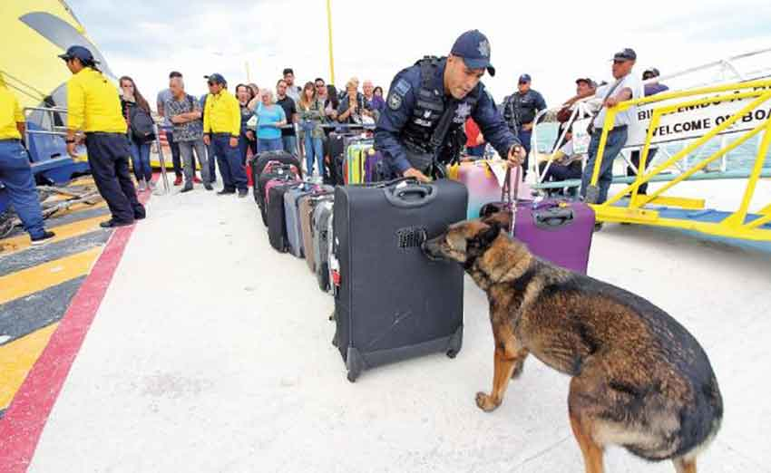 Police inspect bags as part of new security measures in Quintana Roo.