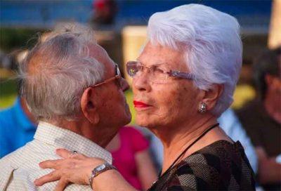 A couple on the dance floor at a Mérida hospital.