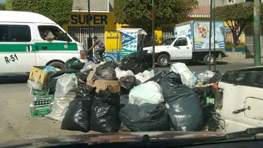 Garbage is accumulating on the streets of the Chiapas capital.