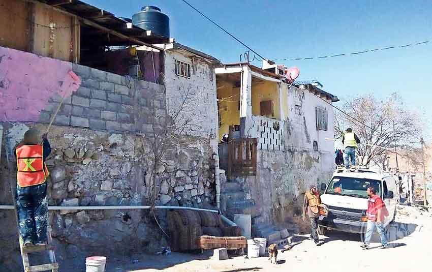 Painters at work in Ciudad Juárez.