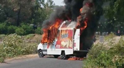 A delivery truck burns on a Michoacán highway yesterday.