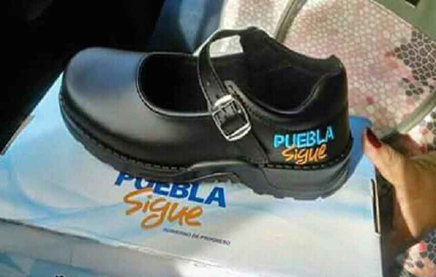 A Puebla shoe bearing the government's slogan.