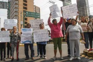 Mexico City residents protest water shortages.