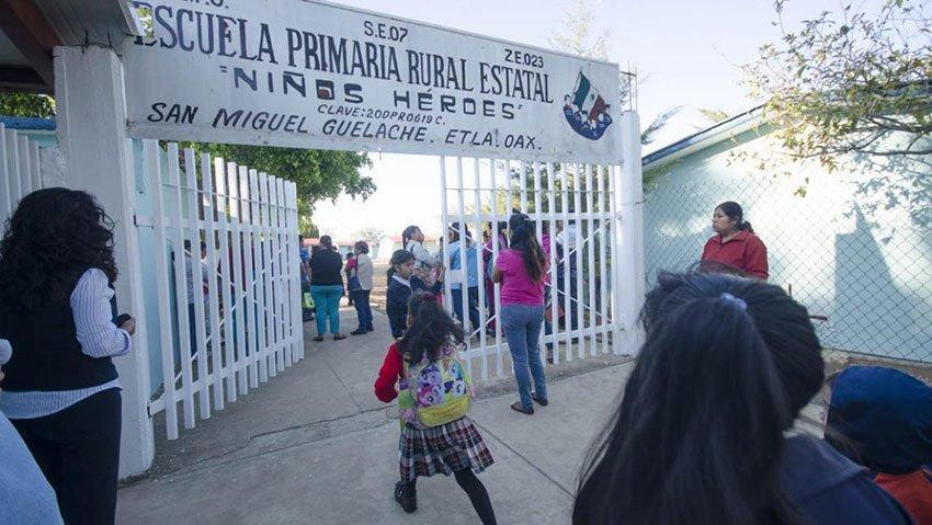 The Oaxaca school where teachers were absent for 12 days.