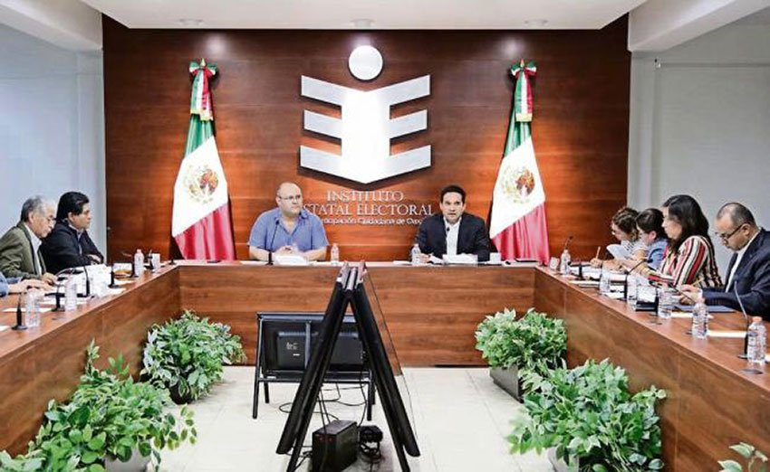 Electoral institute members meet in Oaxaca.