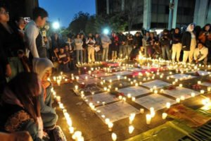 A vigil in México state remembers victims of femicide.