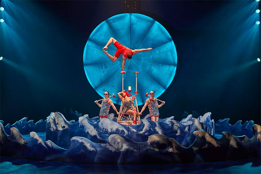 Luzia promises breathtaking acrobatic scenes.