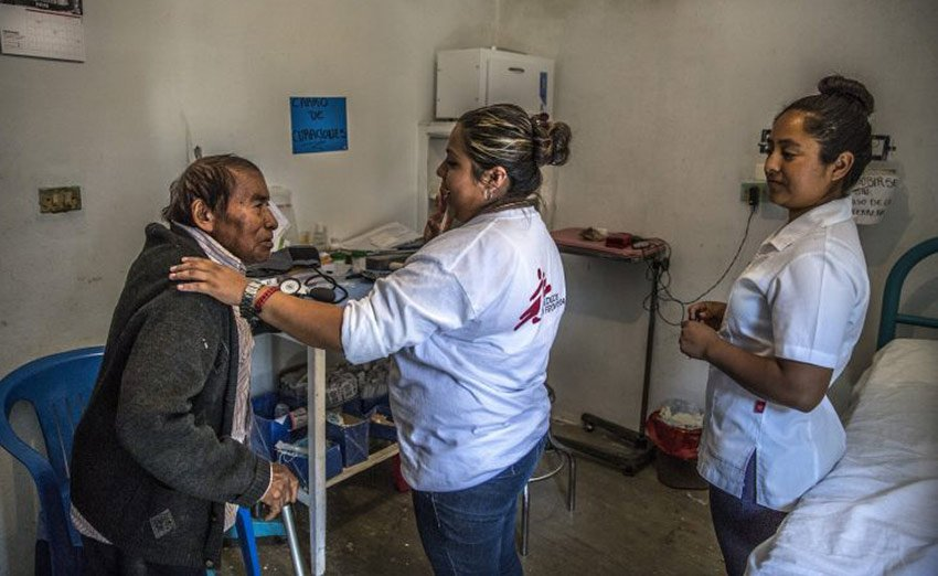 MSF personnel at a mobile clinic in Guerrero.
