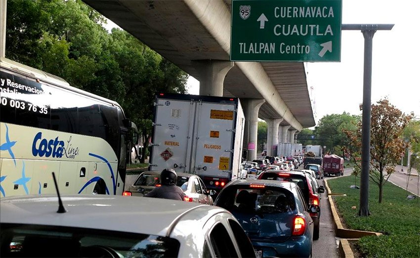 Traffic backed up between Mexico City and Cuernavaca yesterday.