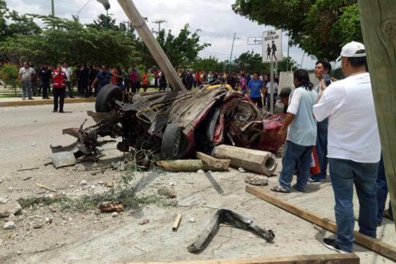 Mangled wreckage in Tuxtla Gutiérrez.