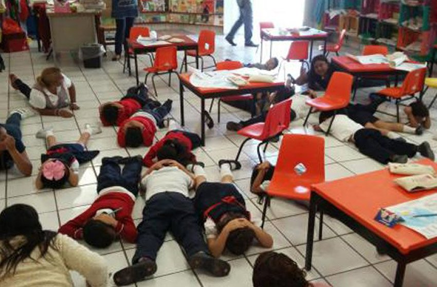 Gunfire drill at a school in Tamaulipas.
