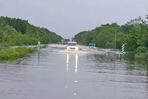 Flooded highway between Felipe Carrillo Puerto and Tulum.