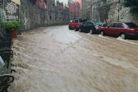 A flooded street yesterday in Guanajuato.