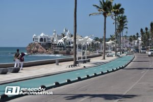 Mazatlán's malecon: new paving planned.