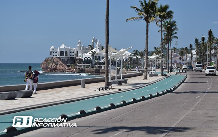 Mazatlán's malecon: new paving planned.