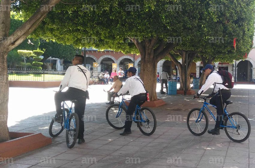 Private security guards on patrol in Salamanca.