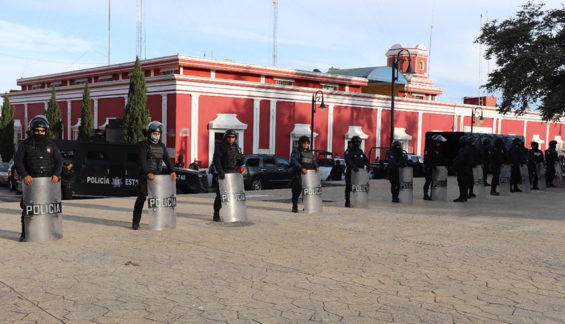 State police officers yesterday in Ciudad Serdán.