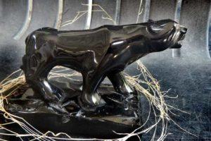 A sleek obsidian puma in the Navajas obsidian workshop.