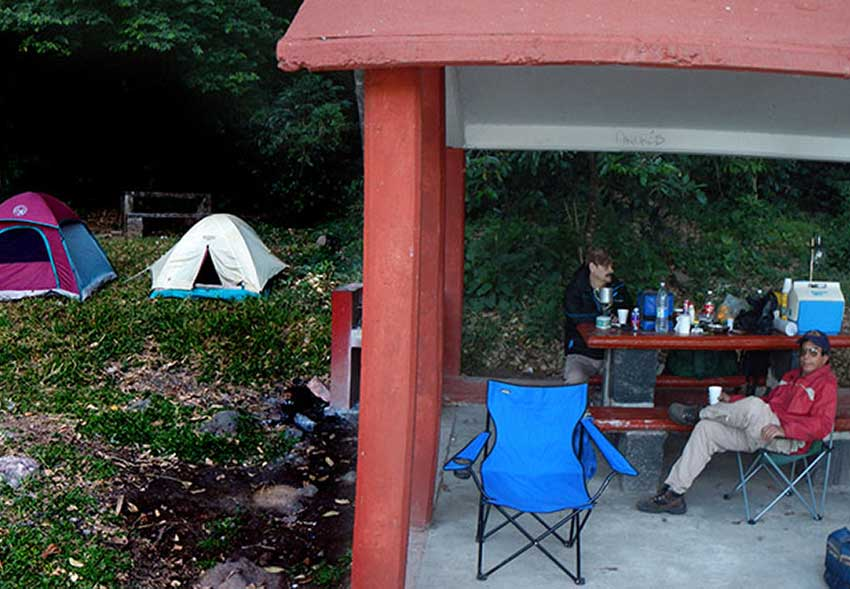 Camping alongside Laguna La María
