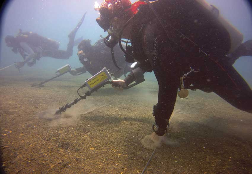 Divers search the sea bed for signs of Cortés's ships.