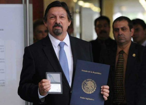 Gómez arrives at Mexico City airport, credentials in hand.