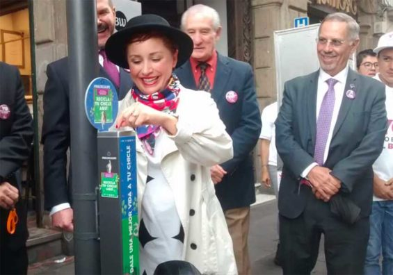 City official María Fernanda Olvera deposits a piece of used gum in one of the new receptacles.