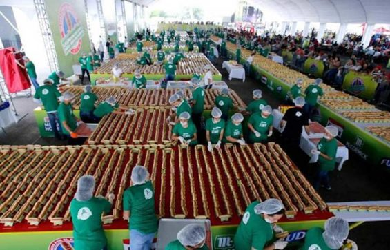 This is what a 1,417-meter-long line of hot dogs looks like.