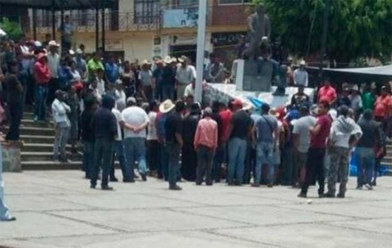 The lynch mob yesterday in Morelos.