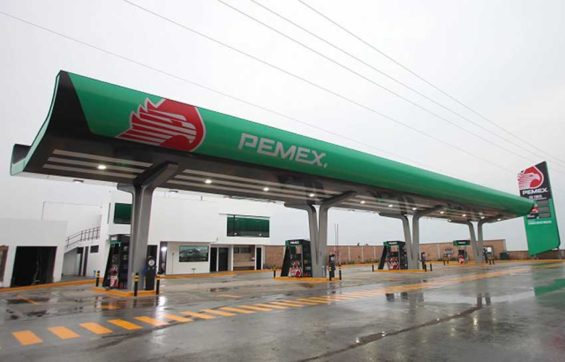 Pemex's new look at a station in Atizapán.