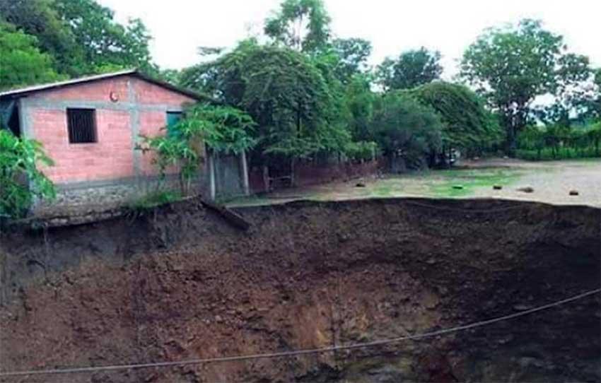 The growing sinkhole in Pinzán Morado.