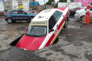 A taxi is swallowed by a sinkhole in Veracruz.