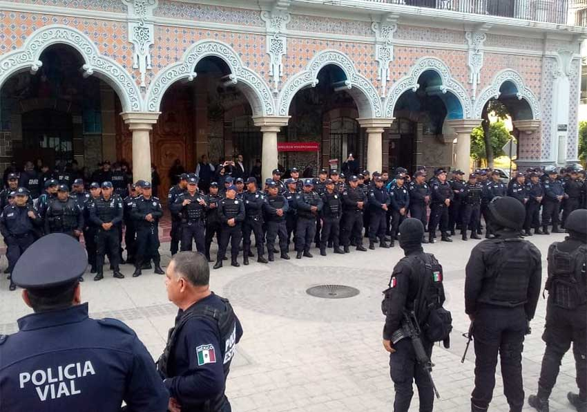 State police watch over disarmed Tehuacán police this morning.