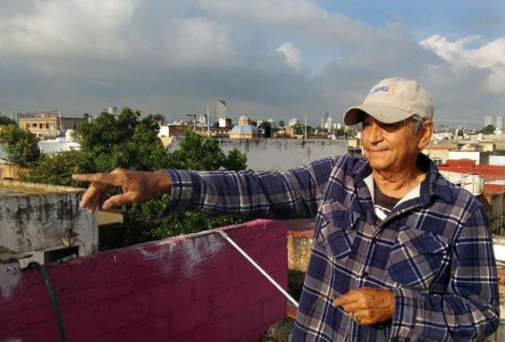'Here comes my bird,' says Guadalajara veterinarian Arturo Mata Bracamontes.