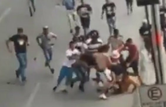 Soccer fans brawl yesterday in Nuevo León.