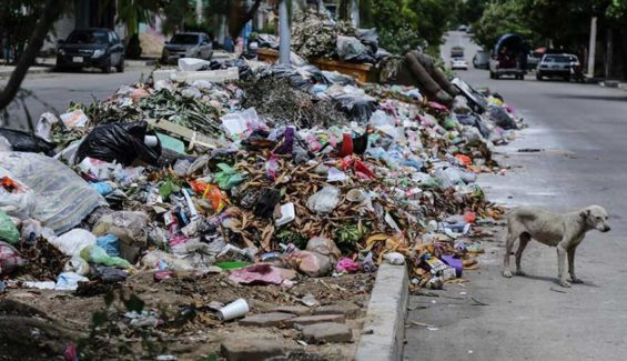 Accumulated garbage has triggered the declaration of a sanitary emergency.
