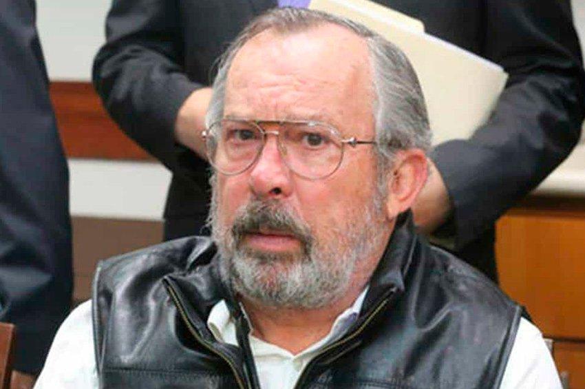 Departing Mayor Fernández warns of danger ahead.