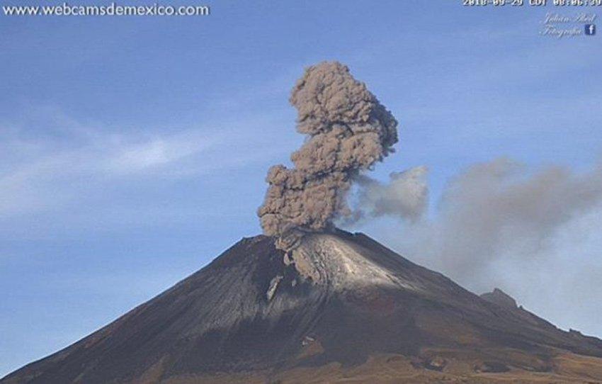 Volcanic activity at El Popo.