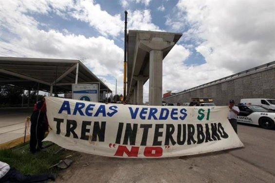 Banner protests Mexico-Toluca train