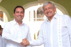 Yucatán Governor Mauricio Vila, left, with López Obrador yesterday.