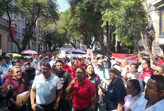 Culture Secretariat employees protest outside new government's transition headquarters.