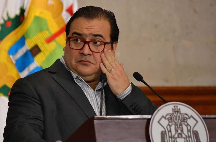 Ex-governor Javier Duarte is not the only one accused of embezzling public funds.