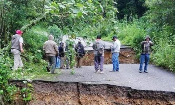 Highway damage caused by heavy rains has cut off 10 communities in Oaxaca.