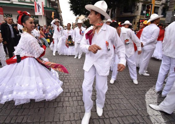 Record-setting dancers yesterday in Xalapa.