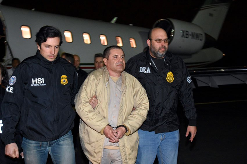 US agents escort Guzmán at his extradition last year.