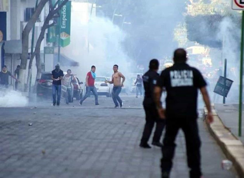 Protesters, police clash in Chiapas on Saturday.