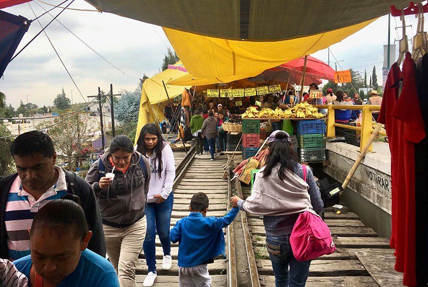 The entrance to the tianguis of San Martín Texmelucan.