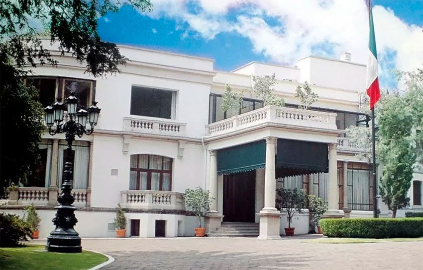 Los Pinos: from presidential home to cultural complex.