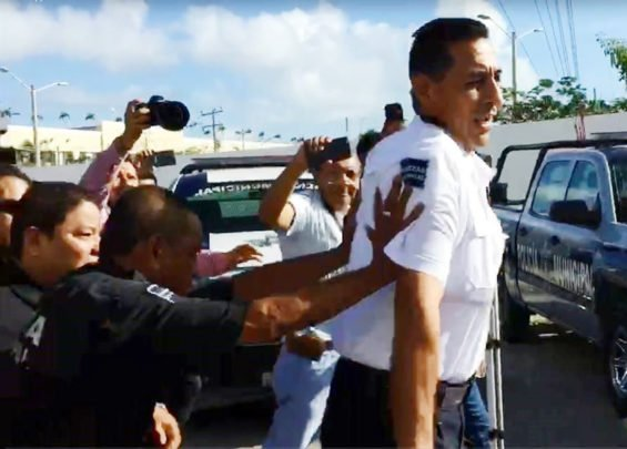Disgruntled police in Cancún boot out the chief on Monday.
