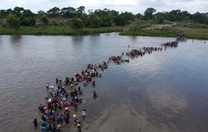 Another 4,000 migrants crossed the Suchiate river yesterday.