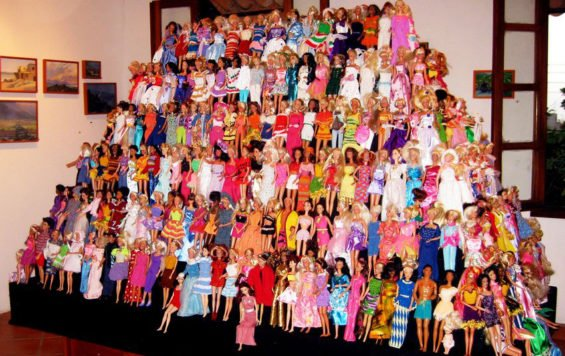 Pyramid of 425 Barbie dolls on display at a restaurant in 2009.